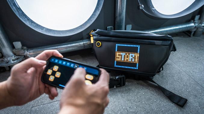 Divoom Pixxoo Slingback Tasche mit Pixel Display
